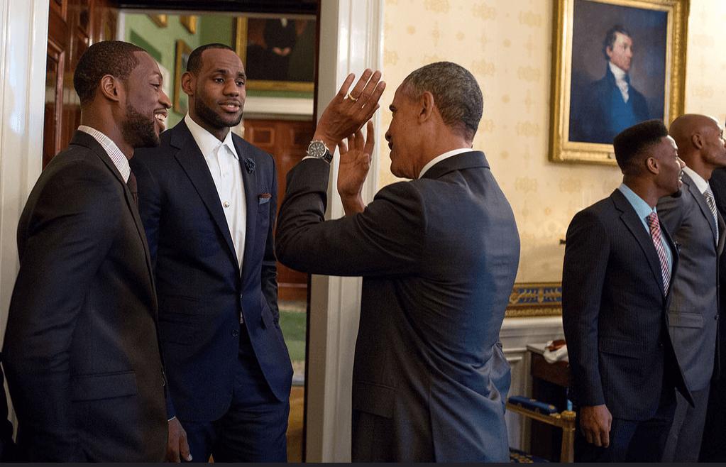 Obama_vita_huset_highfive.png